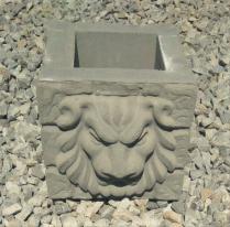 Тумба «Скала со львом»